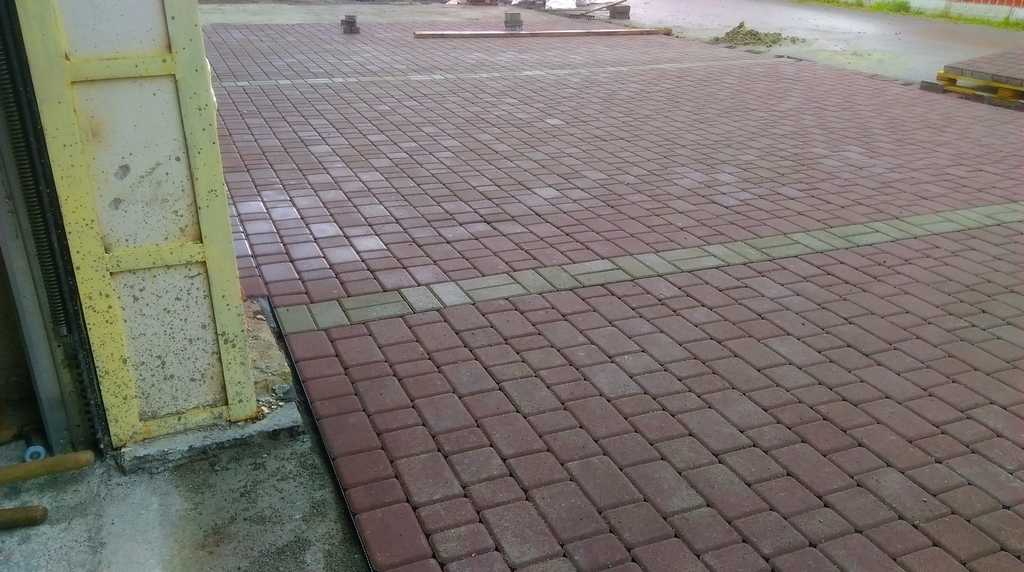 """""""Снегири"""" - тротуарная плитка"""